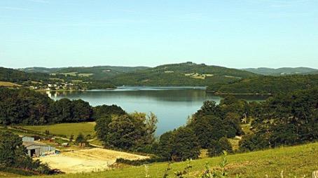 Lac de Pannecière, près de Château-Chinon.